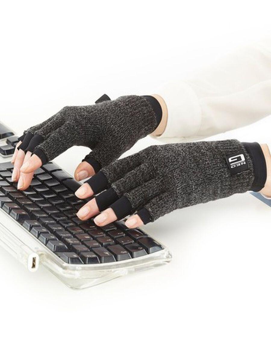 Neo G Comfort Relief Arthritis Gloves, Medium, , large image number 3